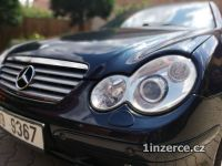 Mercedes C180K - panorama střech