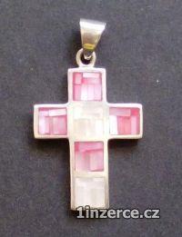 Křížek s červenou perletí - st