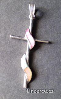 Kříž opletený perletí - stříbr
