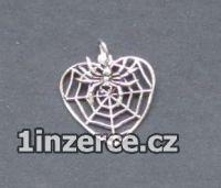 Pavučina ve tvaru srdce s pavo