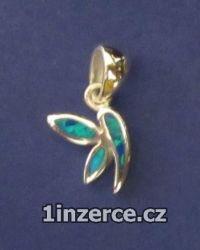 Malý motýl zdobený opálem - př