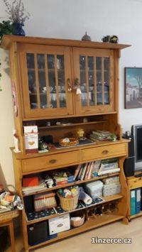 Prodám dvě starožitné skříně
