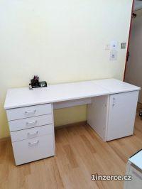 Bílý kancelářský nábytek